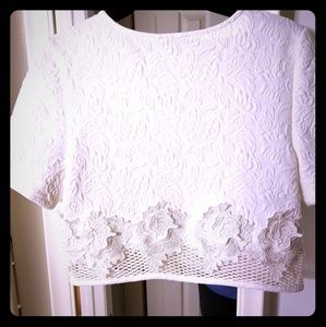 Express crop top in white with textured print